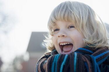Germany, Mecklenburg-Western Pomerania, Ruegen, portrait of screaming little boy - MJF000939