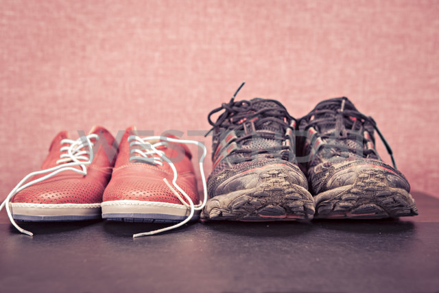 Close up of a pair running shoes and sneakers - VTF000151 - Val Thoermer/Westend61