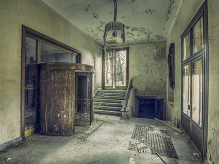 Germany, Thuringia, Wernigerode, entrance hall of old abandoned hotel - HCF000016
