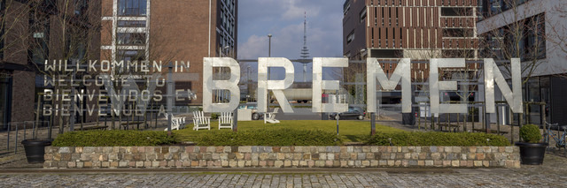 Germany, Bremen, Welcome sign in Uberseestadt - NK000073 - Stefan Kunert/Westend61