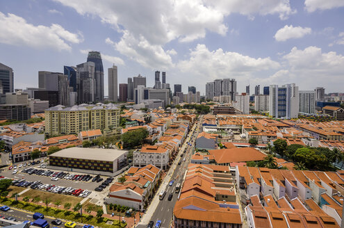 Singapore, Chinatown, view to old buildings in front of high-rise buildings, elevated view - THA000144