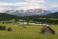 Germany, Bavaria, Werdenfelser Land, lake Geroldsee with hay barn at sunset, in background the Karwendel mountains - RJF000026