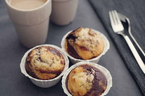 Marble muffins on dark table - BR000136