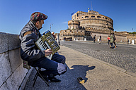 Italy, Rome, Street musician at Castel Sant' Angelo - EJW000381
