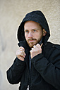Portrait of young man wearing black hooded jacket - BR000147