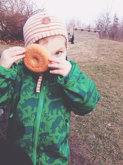 Little boy looking trough donut in Potsdam, Germany - AF000032