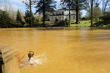 Portugal, Azores, Sao Miguel, Turnas, hot spring at Parque Terra Nostra, woman in thermal pool - ONF000415