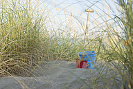 Italy, Adria, shovel and basket at beach dunes - ASF005280