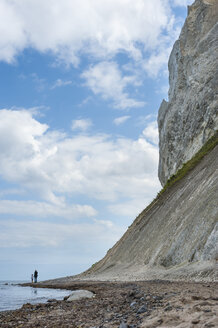 Denmark, Mon island, mother and daughter walking below Mons Klint chalk cliffs - JBF000082