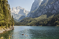 Austria, Gosau, alpine landscape with lake - KVF000043