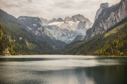 Austria, Gosau, lake and mountains - KVF000087