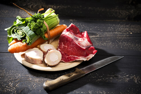 Soup greens, cattle beef marrows and beef on chopping board, close up - MAEF008195