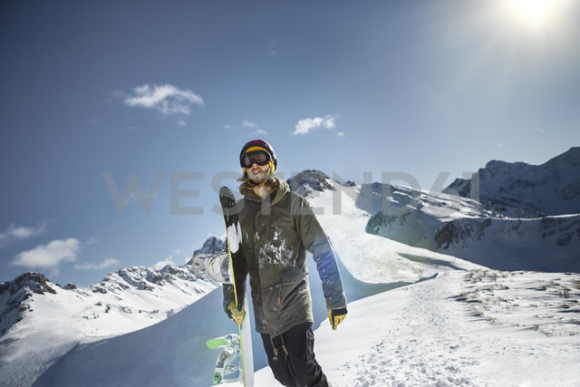 Austria, Vorarlberg, Riezlern, Snowboarder in the mountains - MUMF000063
