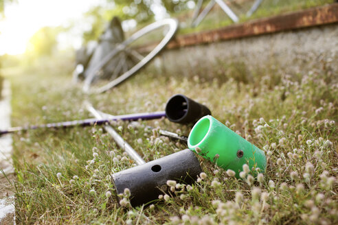 Germany, Hannover, Bike polo sticks lying in grass - MUMF000070