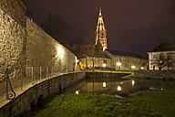 Germany, North Rhine-Westphalia, Paderborn, Kaiserpfalz Museum and Cathedral by night - WIF000503