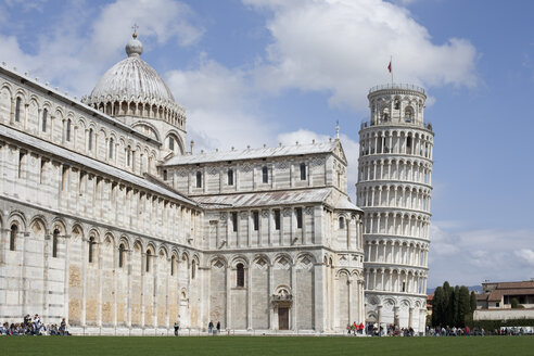 Italy, Tuscany, Pisa, Leaning Tower and Cathedral - KVF000060