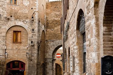 Italy, Tuscany, Volterra, houses - KVF000069