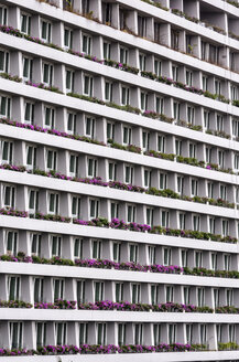 Singapore, part of facade of hotel at Marina Bay - THAF000177