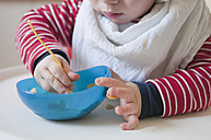 Germany, Baby boy eating from plastic bowl - MUF001467