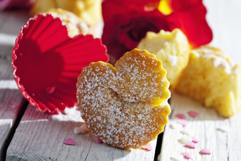 Muffins, baking decor and red rose on table - CSF021072