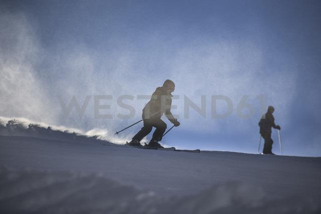 Austria, Wilder Kaiser, Alps near Kufstein, People skiing - VT000184 - Val Thoermer/Westend61