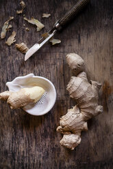 Fresh ginger with peeler and grater - SBDF000668