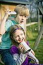 Boy and girl playing with tin can phone - SARF000406