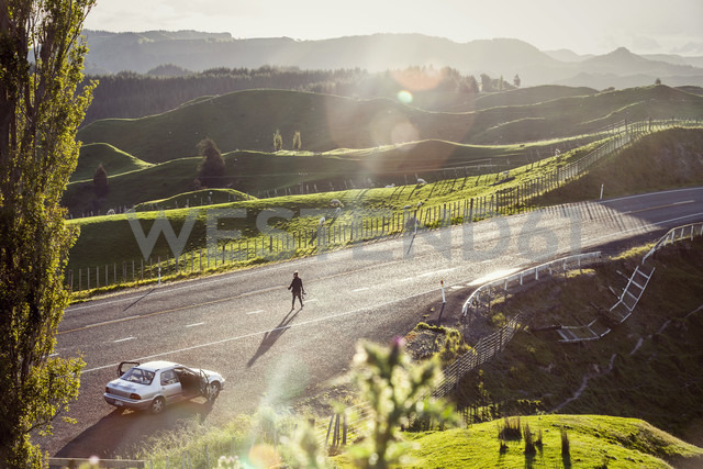 New Zealand, Wanganui, man on the road - WV000637