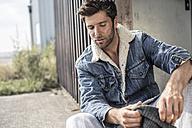 Portrait of man wearing denim jacket - MUMF000025