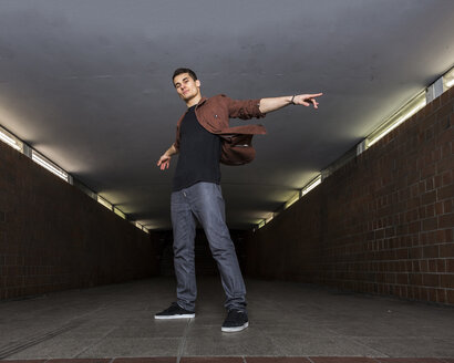 Young breakdancer in underpass - STSF000394