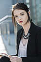 Portrait of young business woman - UUF000139
