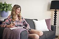 Woman enjoying Sunday morning at home - NNF000010