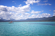 Africa, Mauritius,  Indian Ocean, coast and sailing yacht - ROM000009