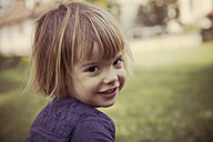 Portrait of smiling little girl - LVF000994