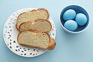 Homemade Easter plait and Easter eggs, studio shot - ECF000470