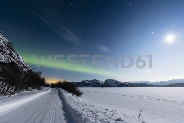 Aurora borealis in Norway near lake Rundvatnet - SR000501 - Stephan Rech/Westend61