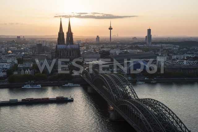 Germany, North Rhine-Westphalia, Cologne, city view with Cologne Cathedral and Colonius at evening twilight - PAF000584 - Andreas Pacek/Westend61