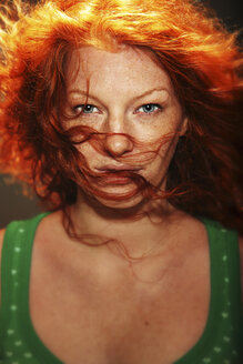 Portrait of a redheaded young woman - CvK000037