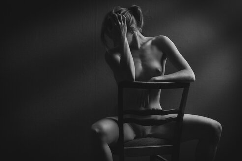 Female nude sitting on chair - CvK000136