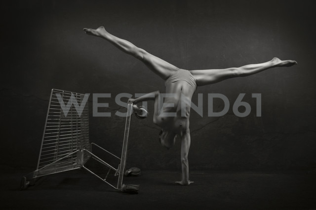 Semi-nude woman with shopping cart - CvK000076