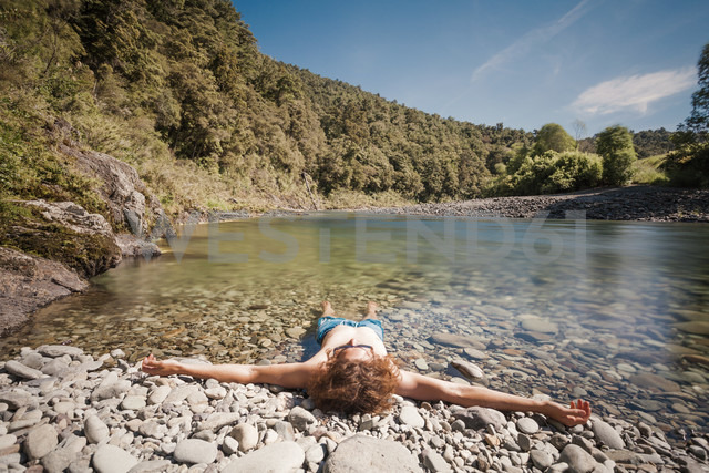 New Zealand, Marlborough Sounds, Pelorus river, young man relaxing in river - WV000621