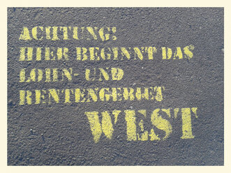 Graffiti, footpath, Berlin Wall, Potsdamer Platz, Germany, Berlin - BFR000373