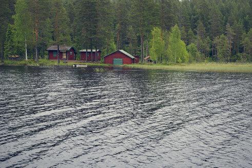 Sweden, Leksand, Wooden huts at Lake Ejen - BR000271