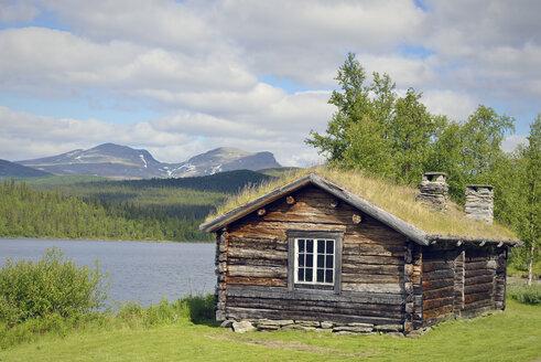Sweden, Vilhelmina Log cabin at Fatmomakke - BR000472