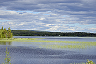 Sweden, Norrbotten County, Jokkmokk,View of Tarrajaure lake at summer solistice - BR000420