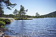 Sweden, Oernskoeldsvik, Lake Taernaettvattnen in Skuleskogen National Park - BR000384