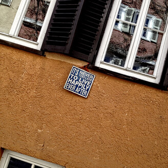 Germany, Baden-Wuerttemberg, Tuebingen, sign on house wall - LVF001030