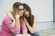 Young woman consoling sad friend - UUF000294