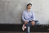 Portrait of pensive man leaning on wall - RBF001666