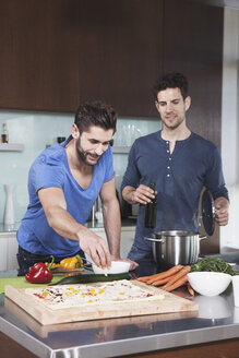 Portrait of two friends cooking together - RBF001675